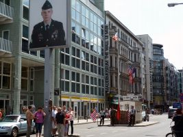 2011-07-05-Besuch-aus-Toszeg-Checkpoint-Charlie